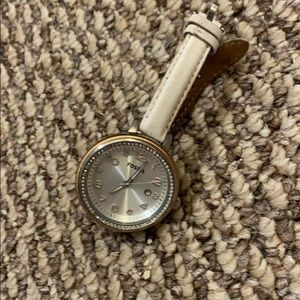White summer style fossil watch with pearl face